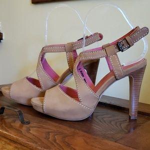 NWOT Bowden suede heels
